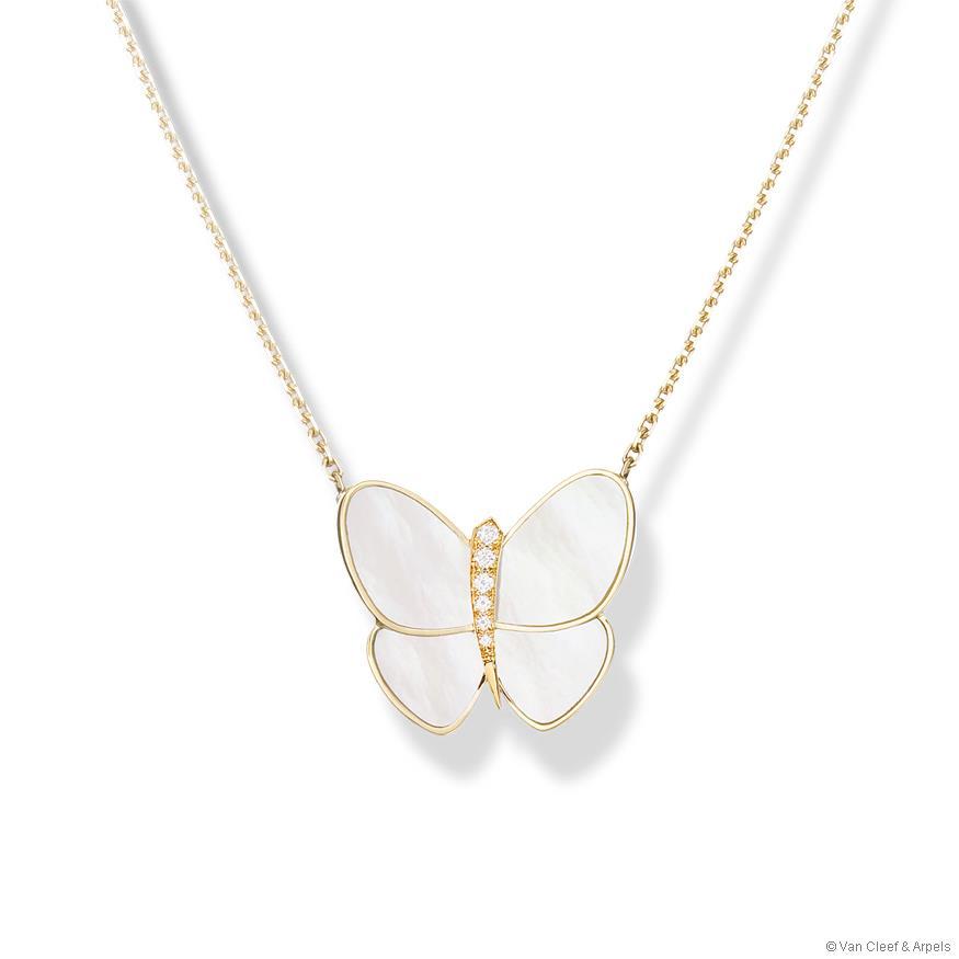 beyaz kelebek figürlü kolye ucu modeli