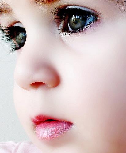 renkli gözlü bebek resmi