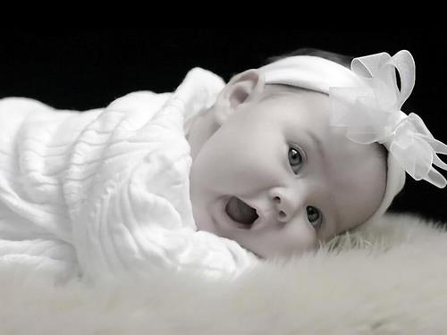 saç aksesuarlı bebek resmi