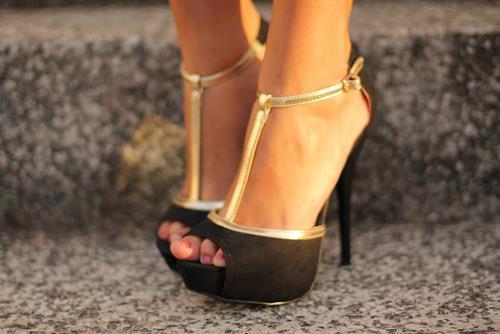 siyah dore bantlı ayakkabı modeli