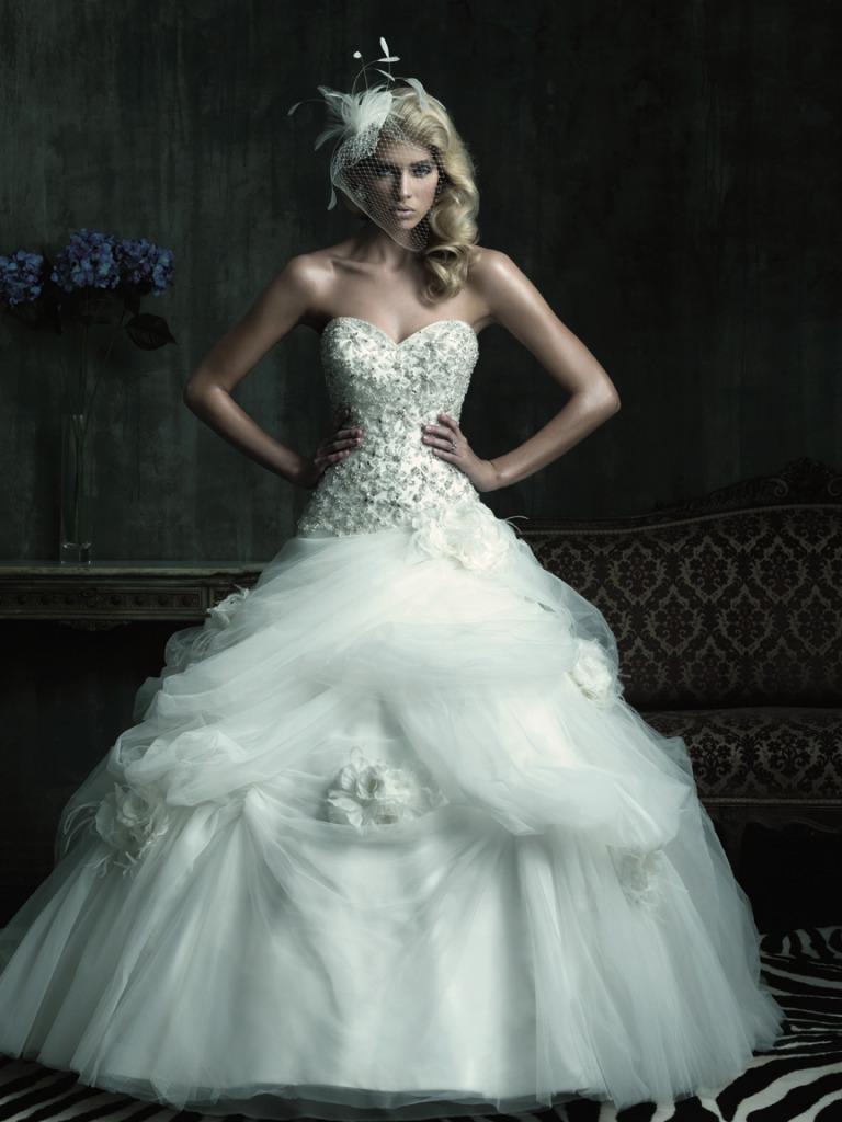 straplez kabarık elbise modeli