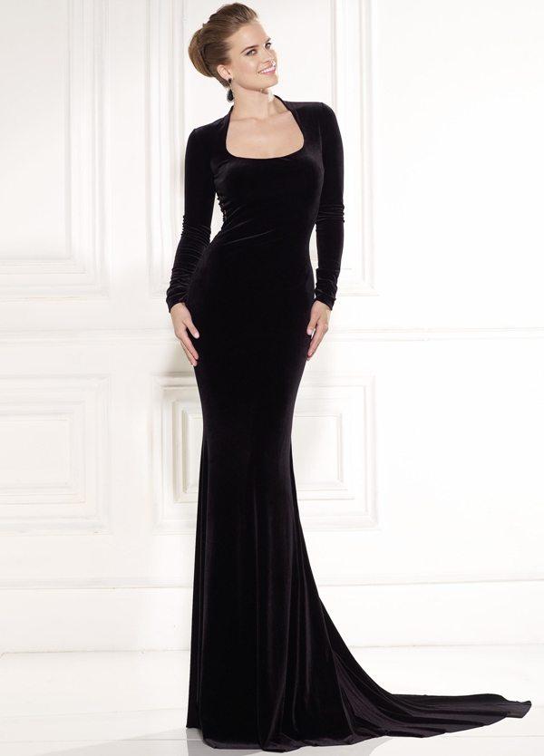 siyah kadife sırt dekoltesi dantelli alımlı abiye elbise modeli