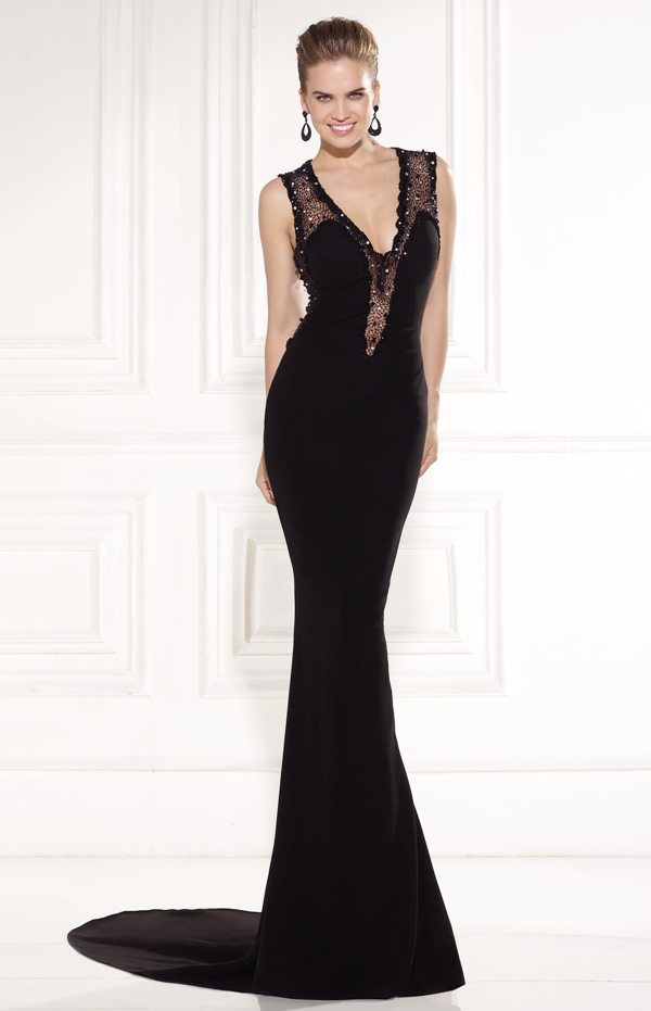 siyah sırtı tül detaylı uzun abiye elbise modeli