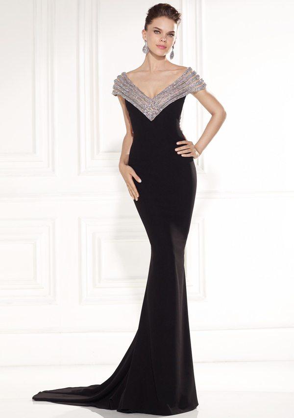 yakası ve sırtı sim işlemeli harika abiye siyah elbise modeli