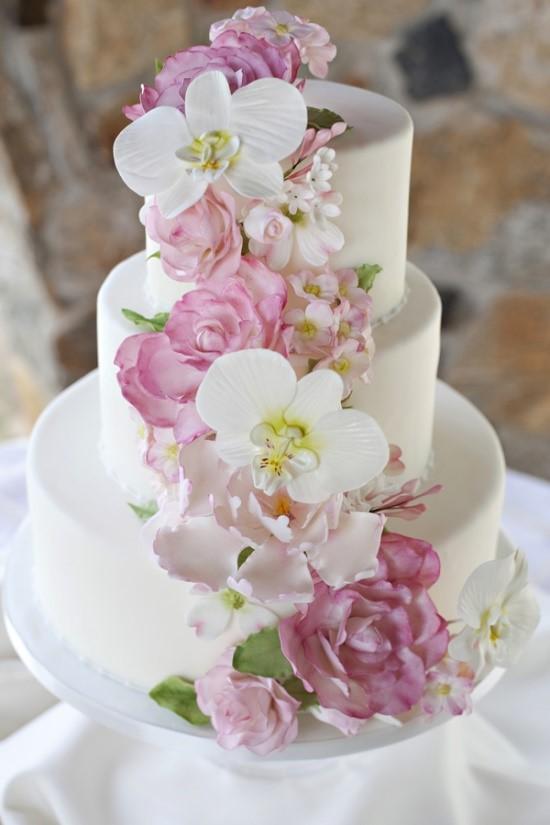 pembe beyaz çiçekli düğün pastası