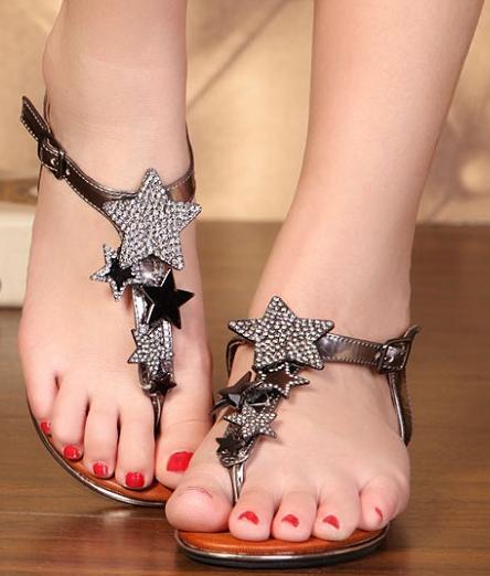 siyah yıldızlı sandalet